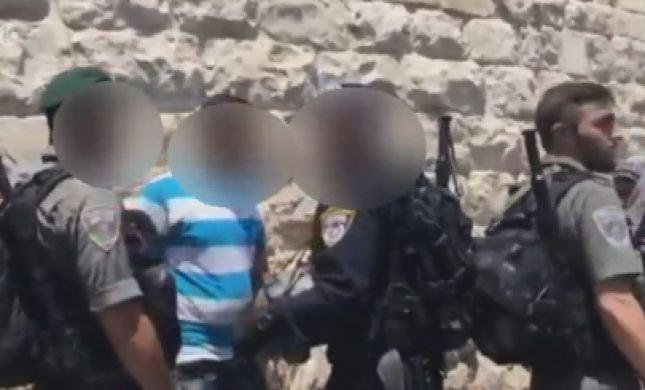 צפו: ערבי תוקף חיילים בהר הבית וחוטף