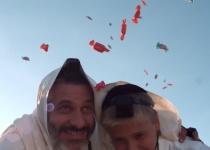 תחת טלית אחת: אביתר בנאי ובנו בקליפ חדש ומרגש