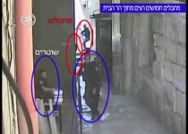 צפו: רגע הפיגוע בשער הכניסה להר הבית