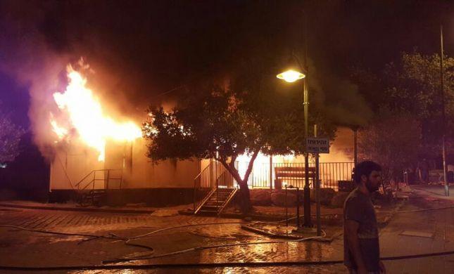 ערב ט' באב: בית הכנסת במבוא חורון נשרף כליל