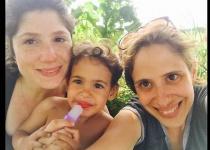 היועצת של בנט נחשפת: 'יש לי בת זוג ושני ילדים'