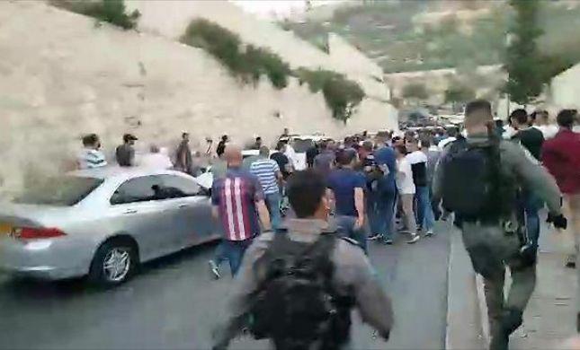 ערב קשה בהר הבית:פצועים בעימותים עם המשטרה. צפו