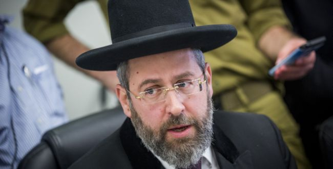 בצעד חריג: הרב הראשי נגד הרבנות הראשית