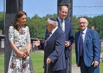 מרגשת ביותר: הדוכסית מבקרת במחנה השמדה