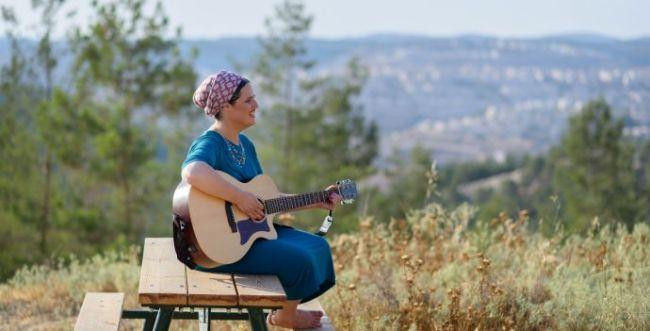 שרה על החורבן: רננה שלם בסינגל ווקאלי מרגש