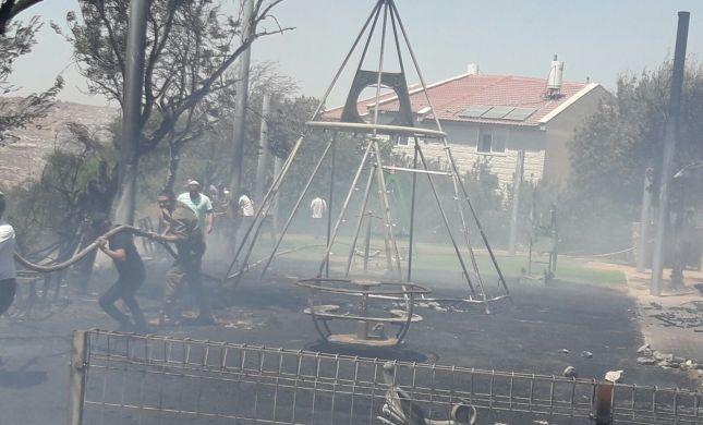 שריפה בבית אל; תושבים פונו מהבתים. 3 נפגעו