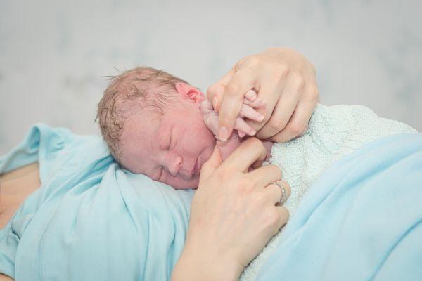 """שואלים מומחה: """"נשים אחרי לידה"""" • משיב ד""""ר בני חן"""