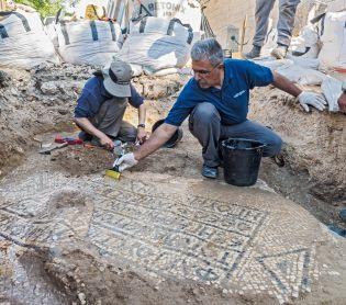 ארכיאולוגיה, טיולים כתובת פסיפס בת כ-1500 נחשפה ליד שער שכם