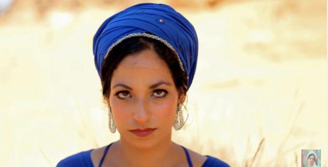 'יום אחד': הזמרת הסרוגה מבית אל בסינגל חדש