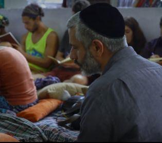 מוזיקה, תרבות 18 שנה אחרי: אביתר בנאי עושה מסע מתקן להודו