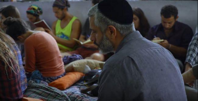 18 שנה אחרי: אביתר בנאי עושה מסע מתקן להודו