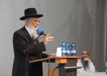 """הרב אריאל על דברי הרב ריסקין: """"טועה ומטעה"""""""