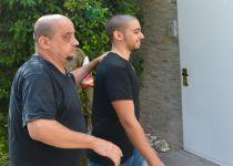 בליווי תומכיו: אלאור אזריה נכנס לכלא