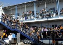 """בג""""צ הכריע: אסור לכלוא מסתננים שמסרבים לעזוב"""
