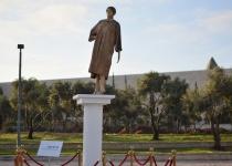 המאבטחים נדהמו: פסל זהב של מרים נאור