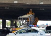 בפעם השלישית בשבוע: שוב משאית התנגשה בגשר