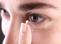 כיצד למנוע זיהומים עקב טיפול כושל בעדשות מגע?