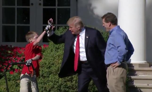 צפו: טראמפ הגשים חלום מוזר במיוחד לילד בן 10