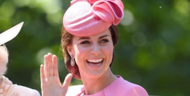 הממלכה לובשת חג: קייט מידלטון בהריון שלישי