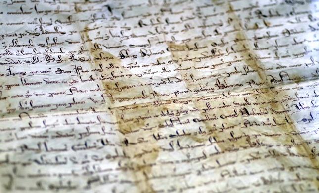 הכתבים העתיקים שלא תסירו מהם את היד