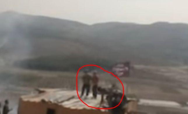 צפו: שוטרים עלו לפנות נערים ונפלו איתם מהגג