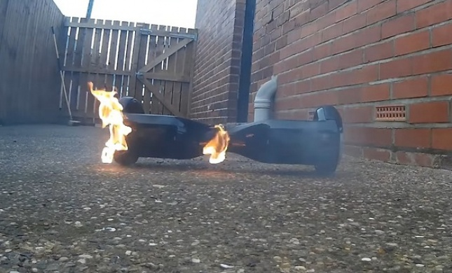 מפחיד: 'זה הפך לזיקוקים': שני הוברבורדים עלו באש