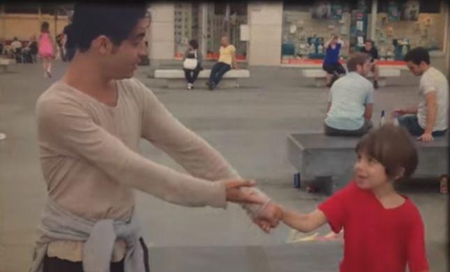 ילד של אבא: אביב גפן שר לראשונה לבנו הקטן