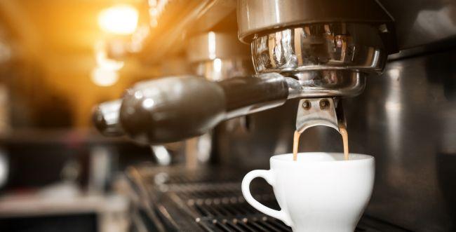 """תודה לבריטים: בקרוב כוס קפה בנתב""""ג תעלה פחות"""
