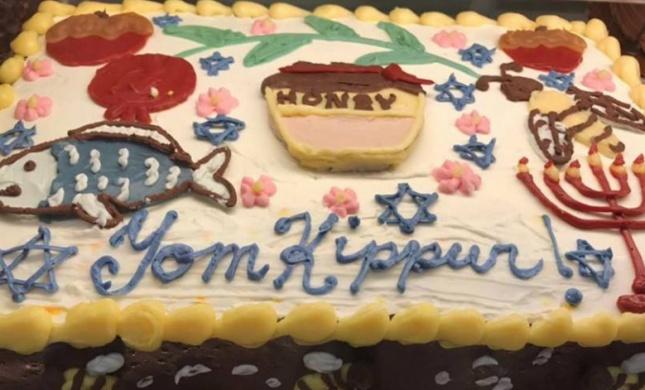 מביך: רשת מזון מכרו עוגת כיפור והפכו לבדיחה