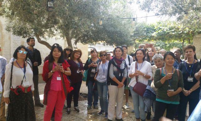 ''מפה יצמח השלום'': אשתו של שגריר ירדן בביקור מרגש