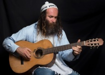 שואף גבוה: עודד ישראל מנשרי בסינגל חדש