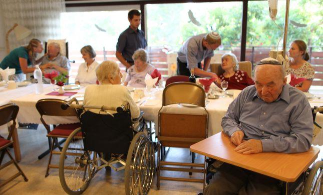 """דו""""ח חריף: """"הטיפול בקשישים מגיעה להזנחה"""""""