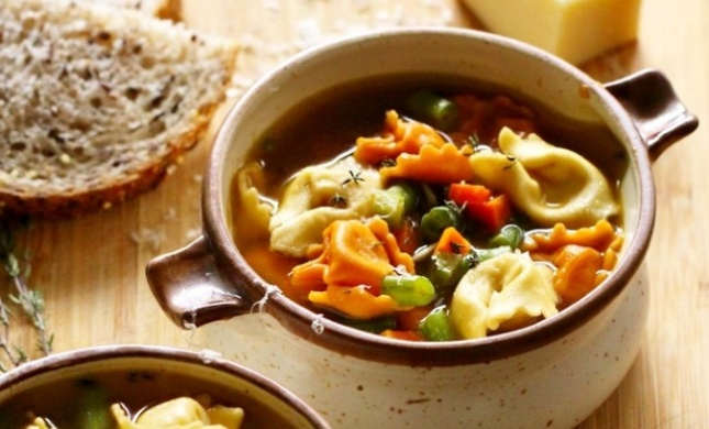 בריח של סתיו: מתכון למרק טורטליני וירקות