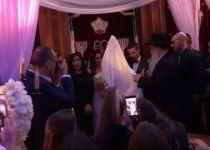 צפו: שרון גל התחתן; ומי הרב שכובד בעריכת החופה?