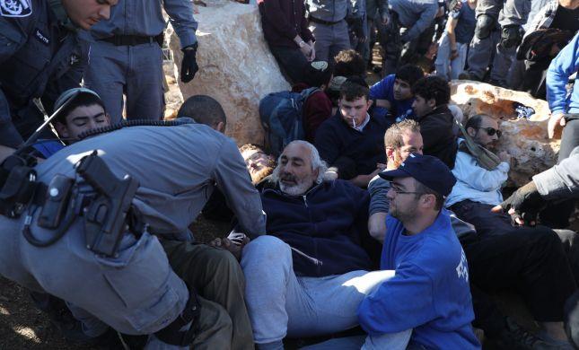 מאות שוטרים פינו והרסו מבנה בנתיב האבות