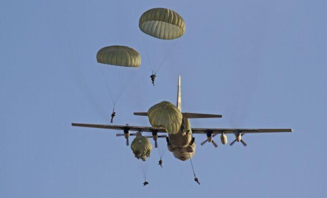 שנייה מאסון: החיילים צנחו- מטוס חלף מתחתם