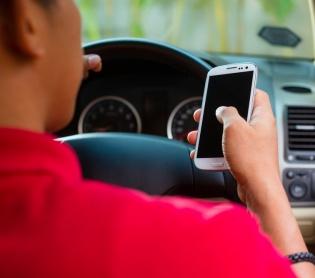 """שו""""ת בשם התורה: אל תתעסקו בסלולרי בזמן נהיגה"""