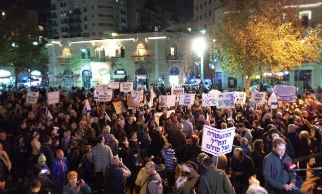 """""""לא שמאל לא ימין""""? כמה מאות בהפגנה בירושלים"""