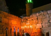 חדש ימינו: נרות חנוכה בבית הכנסת העתיק בסמוע