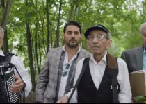 מאירים את החג: גד אלבז וניצולי השואה בקליפ מרגש