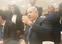 צפו: ראש הממשלה נתניהו מריץ צחוקים במזנון הכנסת
