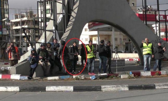 תיעוד: כך ניצל המחבל את נוכחות העיתונאים