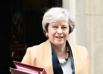 דרמה בבריטניה: ראש הממשלה התפטרה