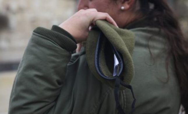 חרפה: חיילת בודדה נאלצת לישון בגן ציבורי