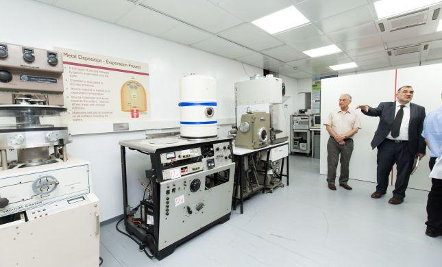 ציוד מחקר איכותי נחת במרכז הננו-טכנולוגיה