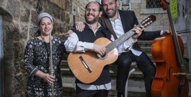 צפו: ריקה רזאל סוגרת מעגל עם הלהקה המשפחתית