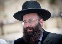 בעקבות החלטתו: מתקפה על הרב שמואל רבינוביץ'