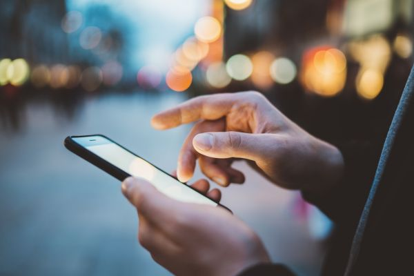 מחקר חדש מגלה: עד כמה אנחנו מכורים לסמארטפון?
