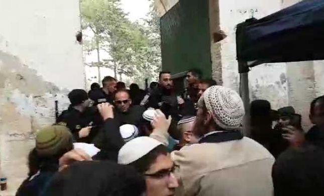 צפו במהומה בהר הבית: 40 יהודים עוכבו לחקירה