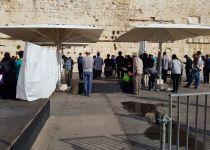 """לפני בג""""צ: עשרות התפללו בהפרדה ב'כותל הרפורמי'"""